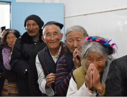 光明援藏——千里送光明,藏汉一家亲